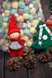 Fondo de la Navidad con el árbol en la tabla de madera Imagen de archivo libre de regalías