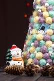 Fondo de la Navidad con el árbol en la tabla de madera Fotografía de archivo