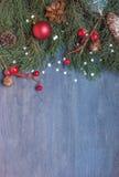 Fondo de la Navidad con el cono Fotos de archivo