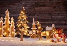 Fondo de la Navidad con el ligh de madera de las decoraciones, del árbol y del punto Fotografía de archivo