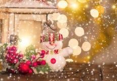 Fondo de la Navidad con el muñeco de nieve Imagen de archivo libre de regalías
