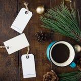 Fondo de la Navidad con el precio, taza de café, la Navidad de Imagen de archivo