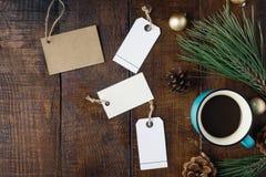 Fondo de la Navidad con el precio, taza de café, la Navidad de Imagenes de archivo