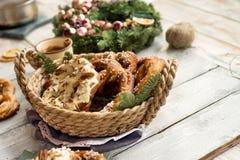 Fondo de la Navidad con el pretzel Foto de archivo libre de regalías