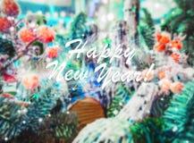 Fondo de la Navidad con Feliz Año Nuevo festiva de la decoración y del texto Tarjeta de Navidad con el saludo Foto de archivo