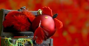 Fondo de la Navidad con hecho a mano de las bolas adornado como gallo Foto de archivo libre de regalías