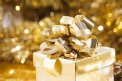 Fondo de la Navidad con la actual caja Fotografía de archivo libre de regalías