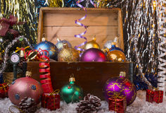 Fondo de la Navidad con la caja de madera vieja Imagen de archivo