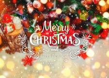 Fondo de la Navidad con la decoración de la Navidad con nieve, estrellas, los regalos, la Feliz Navidad del encendido y del texto Imagen de archivo libre de regalías