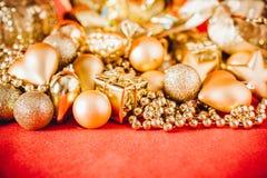 Fondo de la Navidad con la decoración de la Navidad del oro Fotografía de archivo libre de regalías