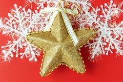 Fondo de la Navidad con la estrella del oro Fotos de archivo