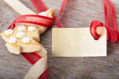 Fondo de la Navidad con la etiqueta Foto de archivo libre de regalías