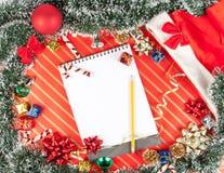 Fondo de la Navidad con la libreta Imagen de archivo