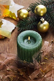 Fondo de la Navidad con la vela y las decoraciones Fotos de archivo libres de regalías