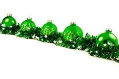 Fondo de la Navidad con las bolas y la guirnalda brillantes verdes Foto de archivo