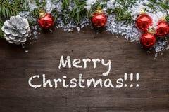 Fondo de la Navidad con las chucherías rojas coloridas Fotos de archivo libres de regalías