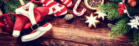 Fondo de la Navidad con las decoraciones de Papá Noel del vintage Imagen de archivo