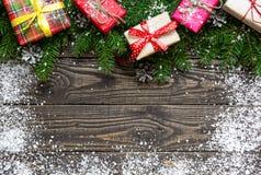 Fondo de la Navidad con las decoraciones del árbol de abeto y de la Feliz Año Nuevo Fotos de archivo libres de regalías