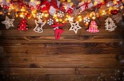 Fondo de la Navidad con las decoraciones de madera y del paño Imágenes de archivo libres de regalías