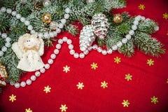 Fondo de la Navidad con las decoraciones y los juguetes Fotos de archivo