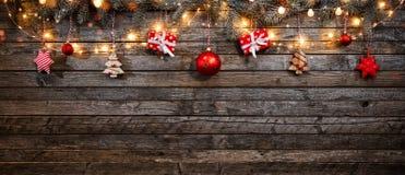 Fondo de la Navidad con las decoraciones y las luces de madera del punto Fotografía de archivo libre de regalías