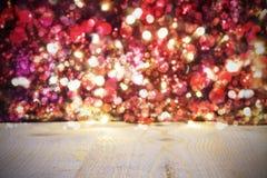 Fondo de la Navidad con las luces brillantes brillantes rojas Imagenes de archivo