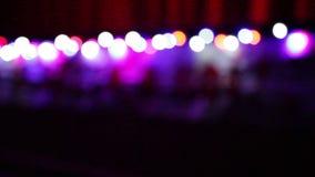 Fondo de la Navidad con las luces coloridas borrosas almacen de metraje de vídeo