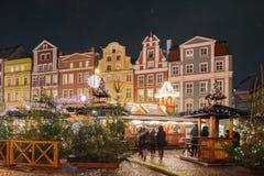 Fondo de la Navidad con las luces que brillan intensamente Fotos de archivo
