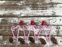 Fondo de la Navidad con las piruletas de la Navidad Fotografía de archivo