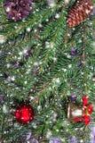Fondo de la Navidad con las ramas y los juguetes del abeto Fotos de archivo