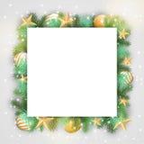 Fondo de la Navidad con las ramas y los ornamentos de oro Imagenes de archivo