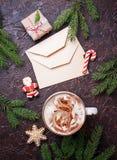 Fondo de la Navidad con latte y letras Fotografía de archivo