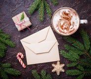 Fondo de la Navidad con latte y letras Imagen de archivo libre de regalías