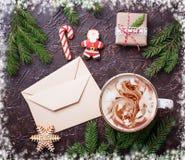 Fondo de la Navidad con latte y letras Foto de archivo