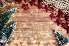 Fondo de la Navidad con los árboles y las decoraciones Imagen de archivo