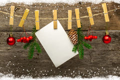Fondo de la Navidad con los copos de nieve en la madera Imagen de archivo libre de regalías