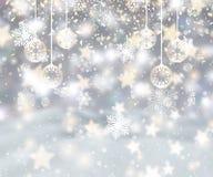 Fondo de la Navidad con los copos de nieve, las chucherías y el confeti libre illustration