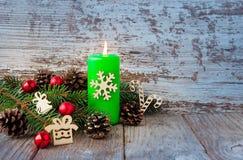 Fondo de la Navidad con los juguetes del Año Nuevo y el árbol de navidad fresco Fotos de archivo libres de regalías