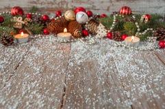 Fondo de la Navidad con los juguetes del Año Nuevo y el árbol de navidad fresco Imagenes de archivo