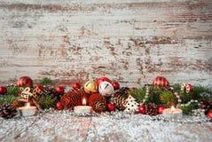 Fondo de la Navidad con los juguetes del Año Nuevo y el árbol de navidad fresco Imagen de archivo libre de regalías