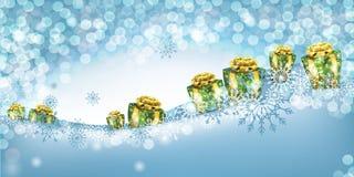 Fondo de la Navidad con los presentes y los copos de nieve en la nieve Fotos de archivo libres de regalías