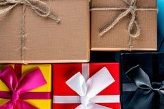 Fondo de la Navidad con los rectángulos de regalo Eve, Año Nuevo, concepto de los días de fiesta de Navidad Foto de archivo libre de regalías