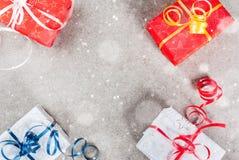 Fondo de la Navidad con los regalos Fotos de archivo libres de regalías