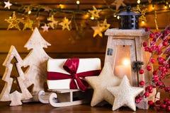 Fondo de la Navidad con la luz y la decoración de la linterna Imágenes de archivo libres de regalías