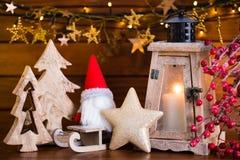 Fondo de la Navidad con la luz y la decoración de la linterna Fotos de archivo libres de regalías