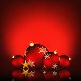 Fondo de la Navidad con un ejemplo de las chucherías rojas del copo de nieve Imagen de archivo