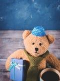 Fondo de la Navidad con un oso de peluche Fotografía de archivo libre de regalías