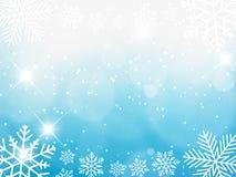 Fondo de la Navidad, copos de nieve de Bokeh, fondo azul, bola roja, fondo del árbol de navidad Fotos de archivo libres de regalías