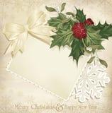 fondo de la Navidad de la vendimia con acebo y la cinta Fotos de archivo libres de regalías