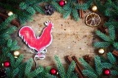 Fondo de la Navidad del día de fiesta Símbolo del gallo del fuego del año T Foto de archivo